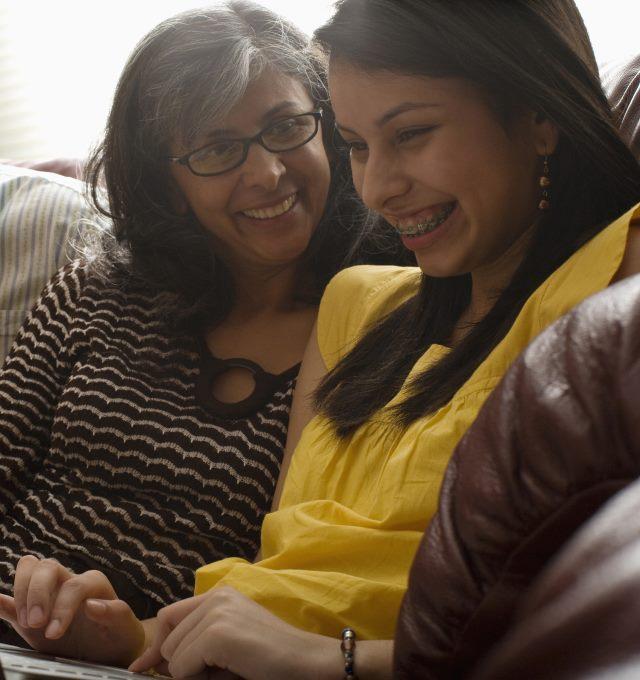 moeder en dochter bereiden uitwisseling voor - mère et fille préparent l'échange